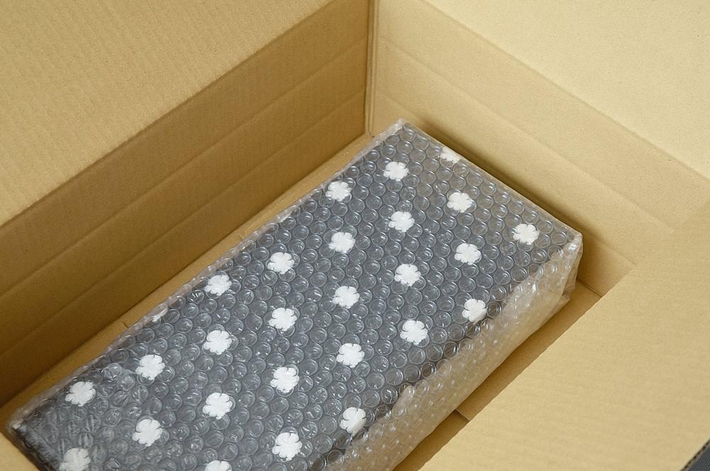 ギフトはプチプチで包み、ダンボールに入れてお届けします。