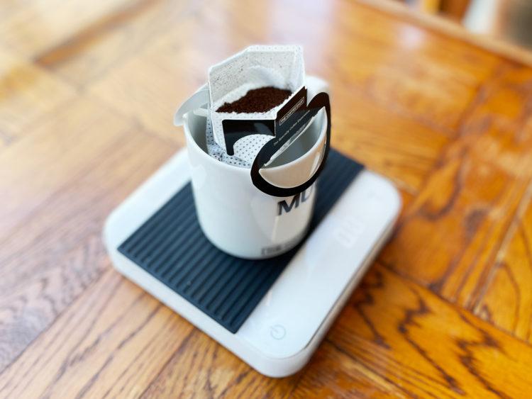 ドリップバッグコーヒー と キッチン測り
