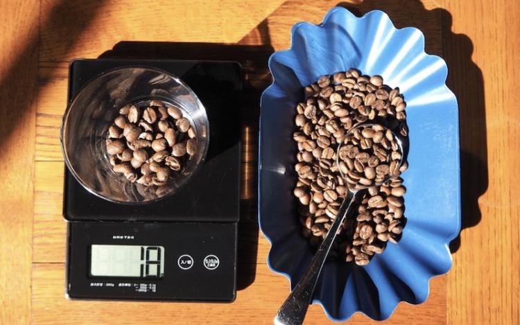 フレンチプレスでのコーヒーの淹れ方|豆計量