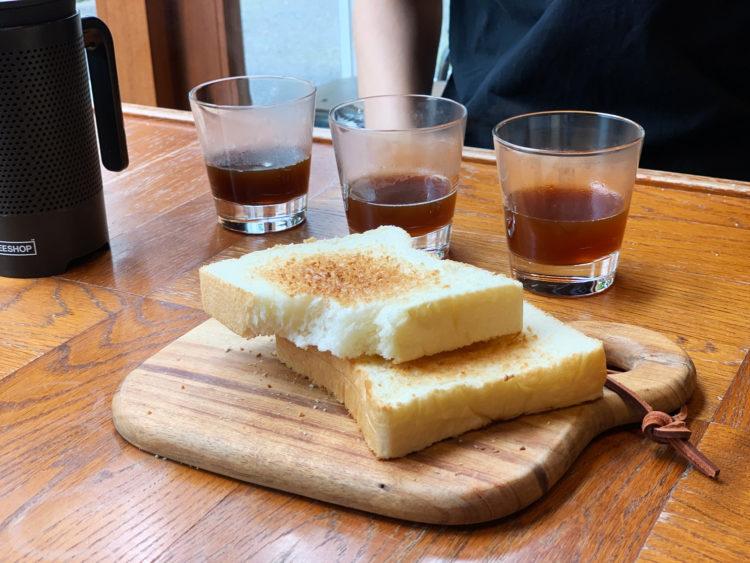 食パンとコーヒー