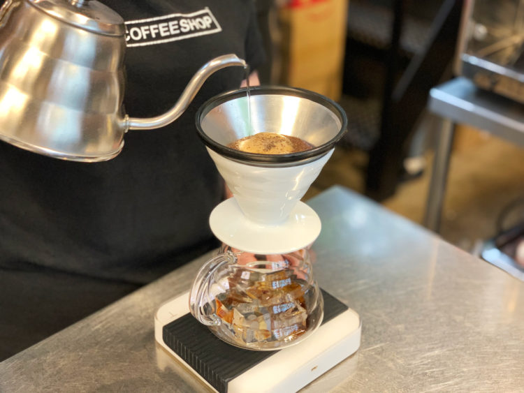 ホットコーヒーとアイスコーヒーで味に違いが生じるのか?同じ豆なのに美味しくないの正体とは